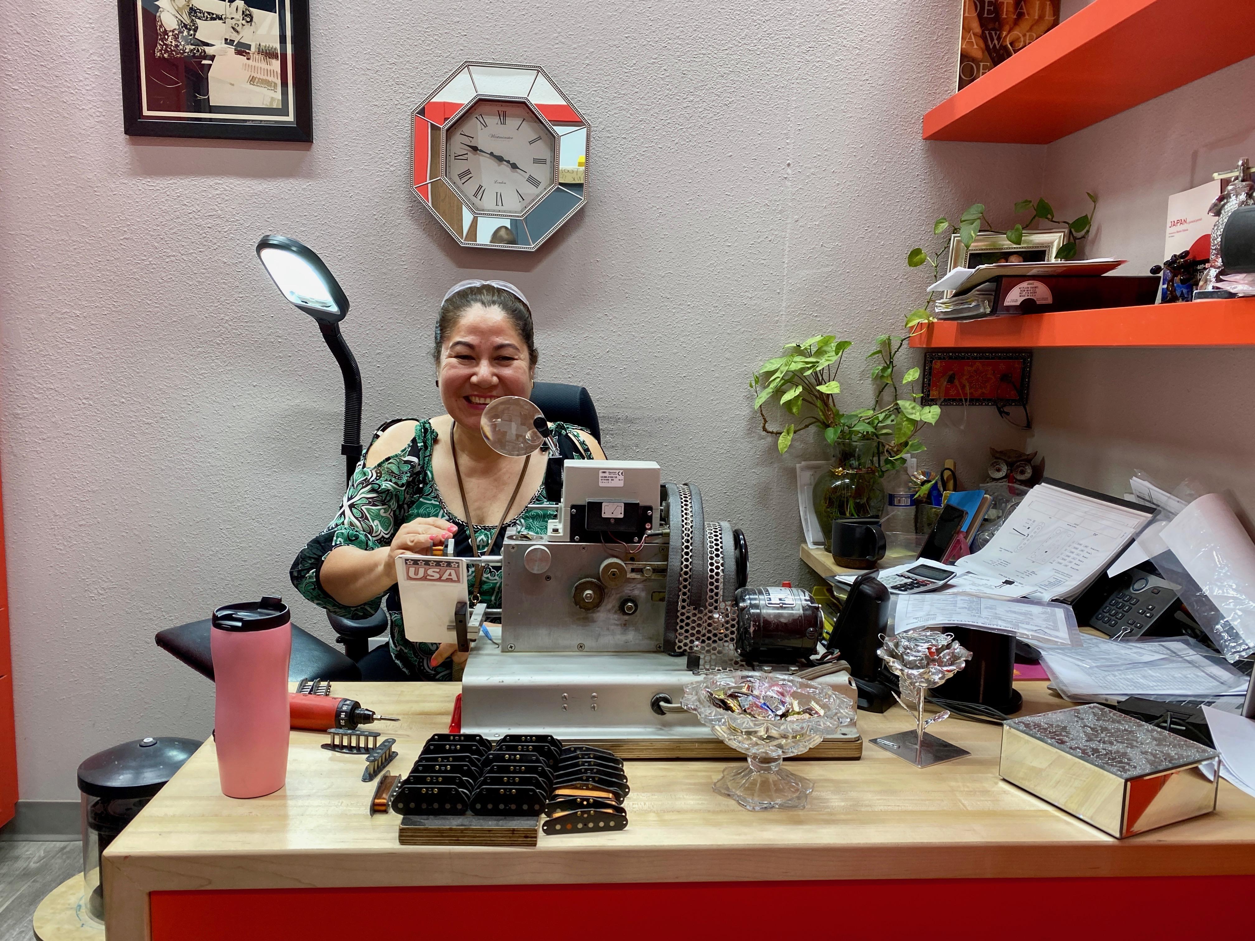 Josefina Campos em seu escritório na Fender
