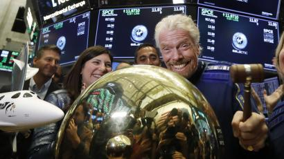 Richard Branson strikes a NYSE bell