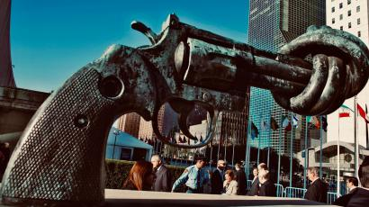 A sculpture of a pistol with a knotted end in NY.