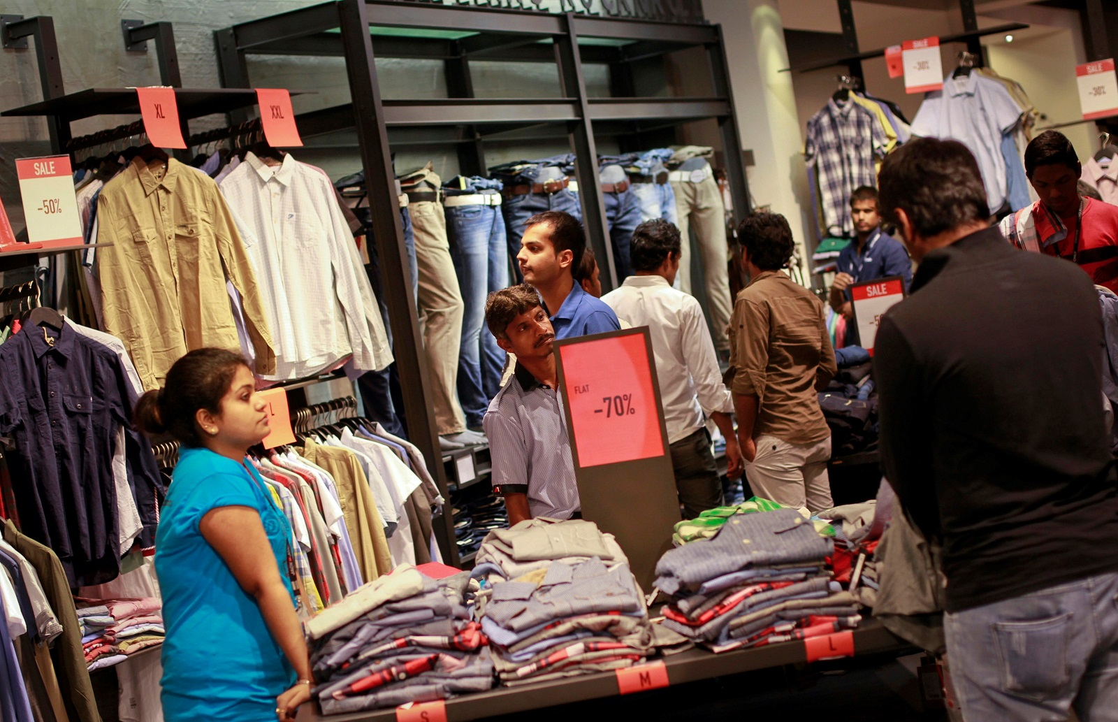 V Bazaar 1 India Family Mart Plan Fewer Fashion Stores In 2020 Quartz India