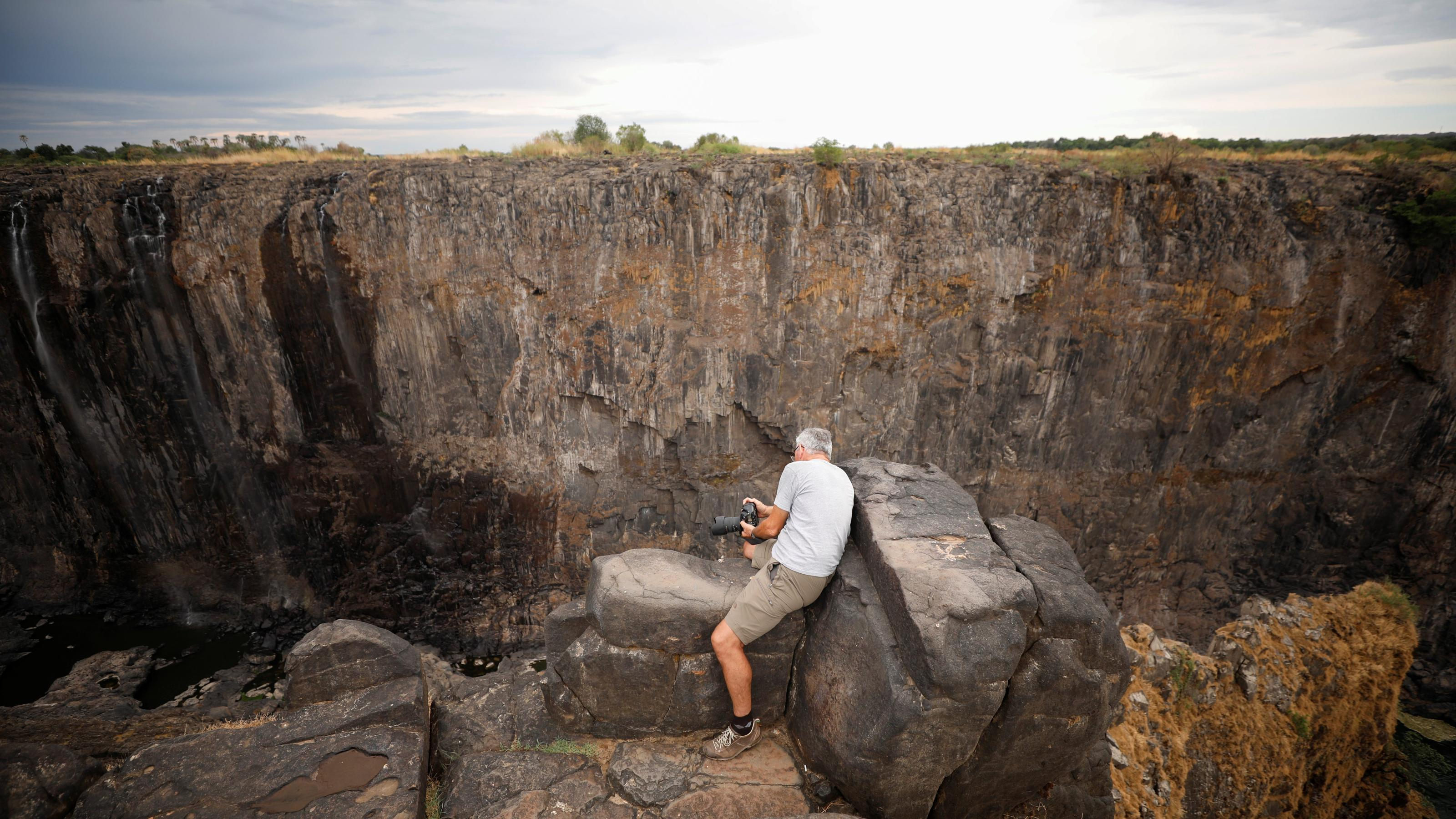 Photos of Victoria Falls running dry in Zimbabwe and Zambia
