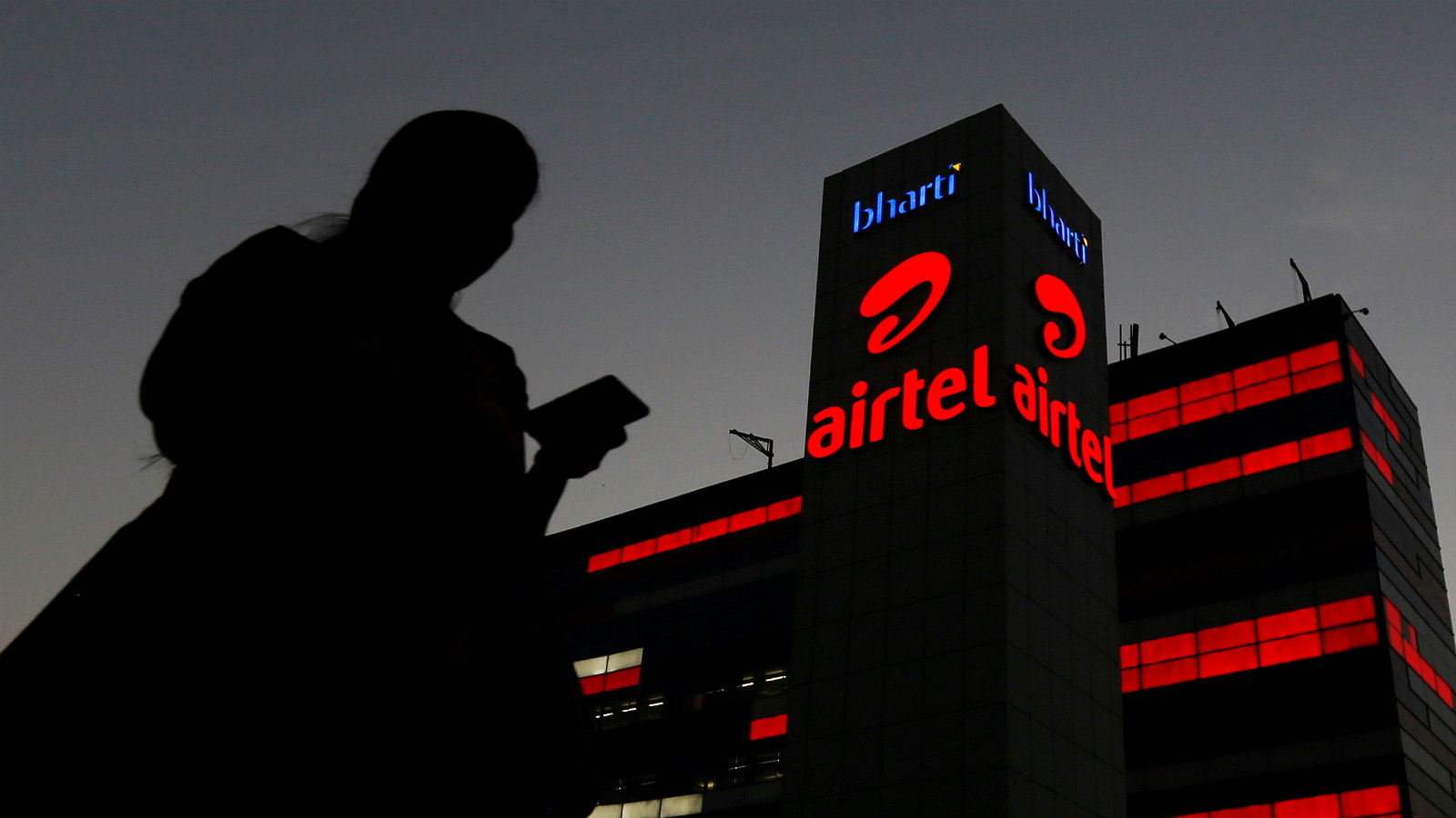 Airtel fights, Vodafone Idea slips in India telecom game with Jio