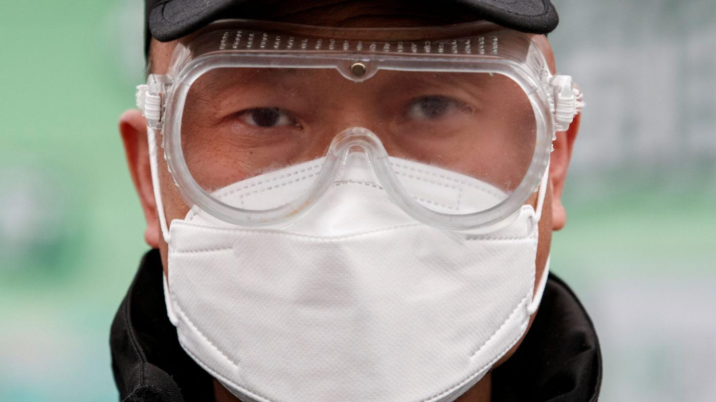 Beijing's city government issued 10 anti-coronavirus rules for workplaces