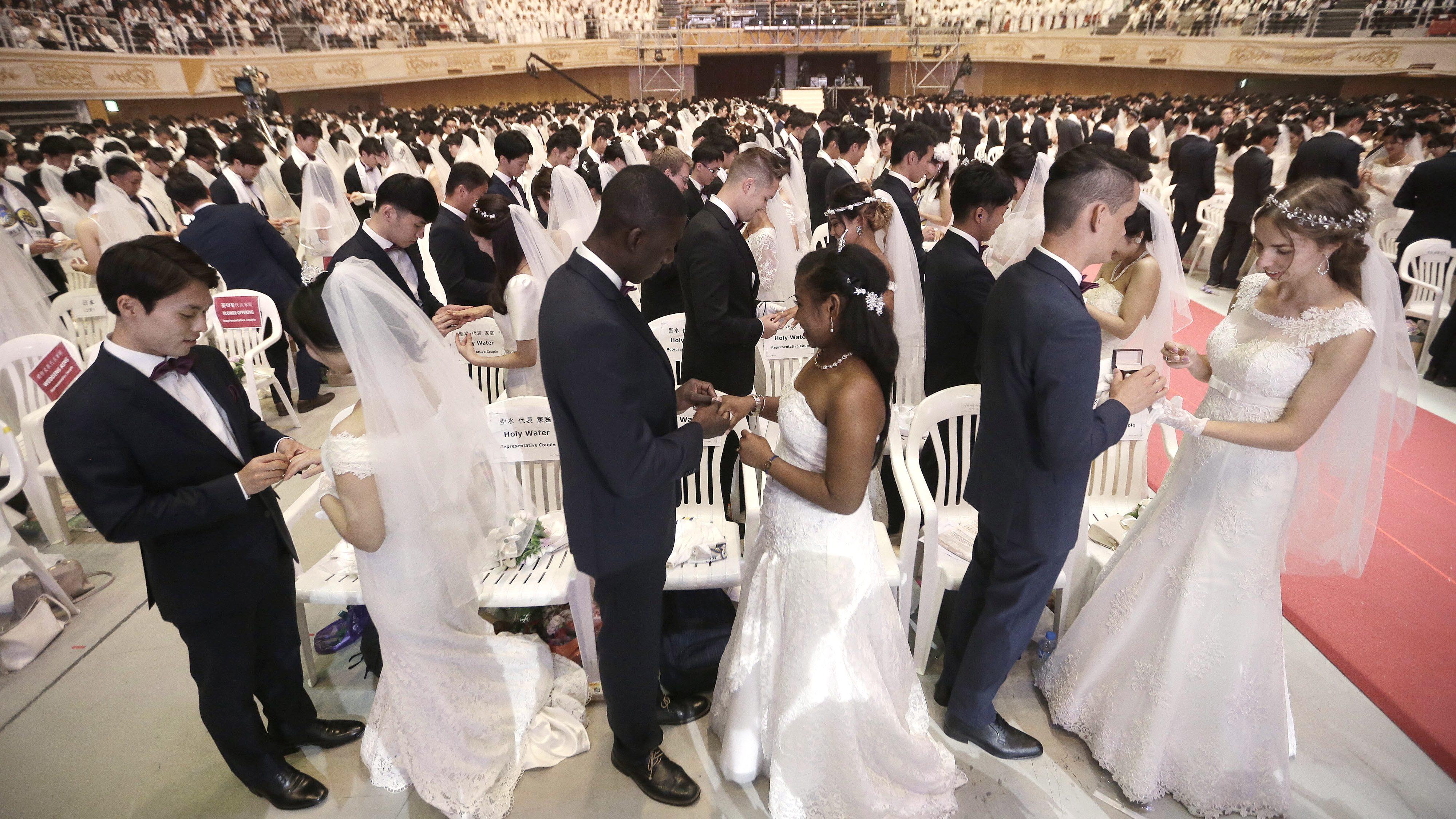 A mass wedding in South Korea