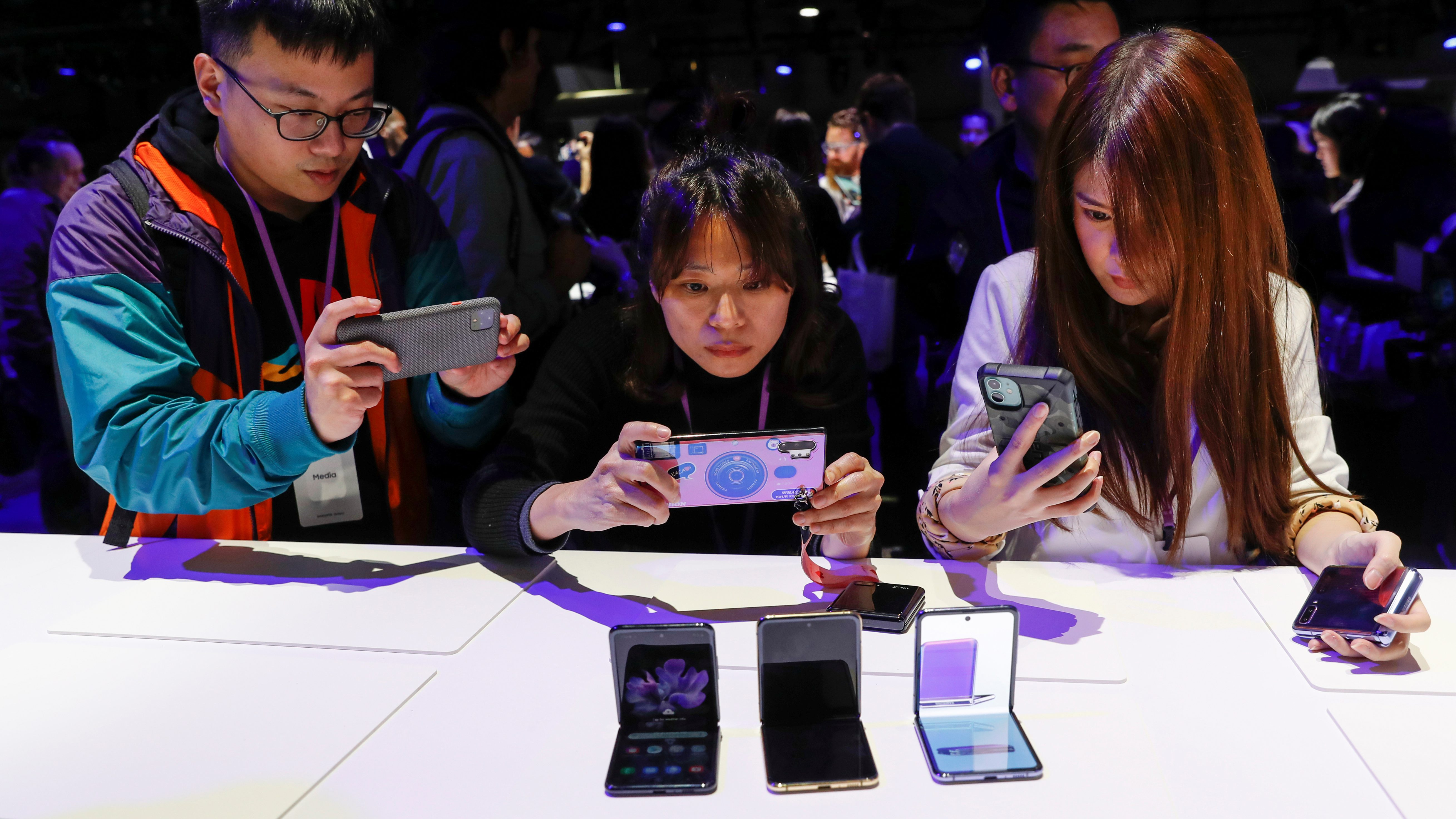 Samsung S Z Flip And S20 Will Appeal To Two Very Different Phone Users Quartz