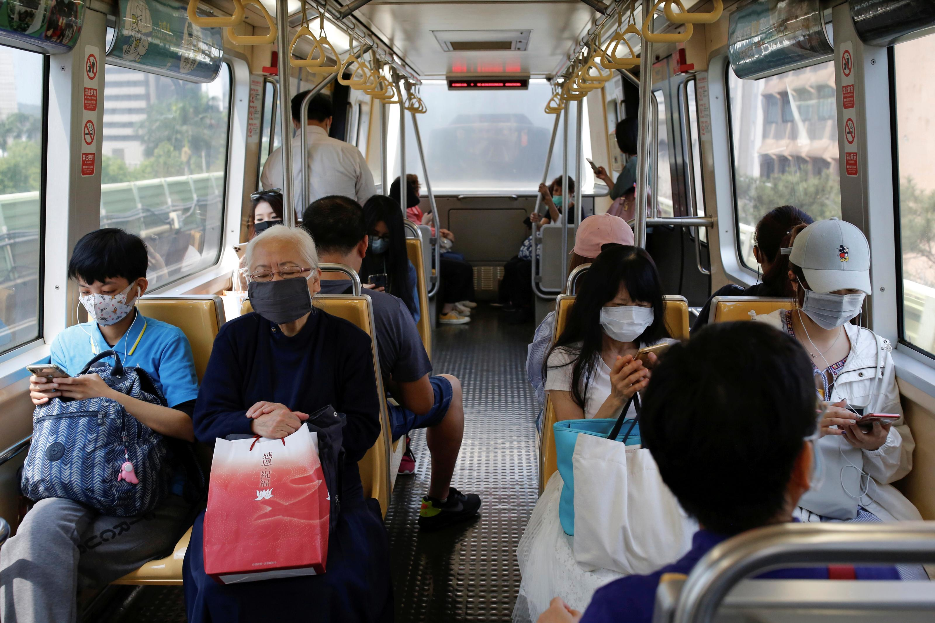 How Taiwan is tracking 55,000 people under home quarantine in real time