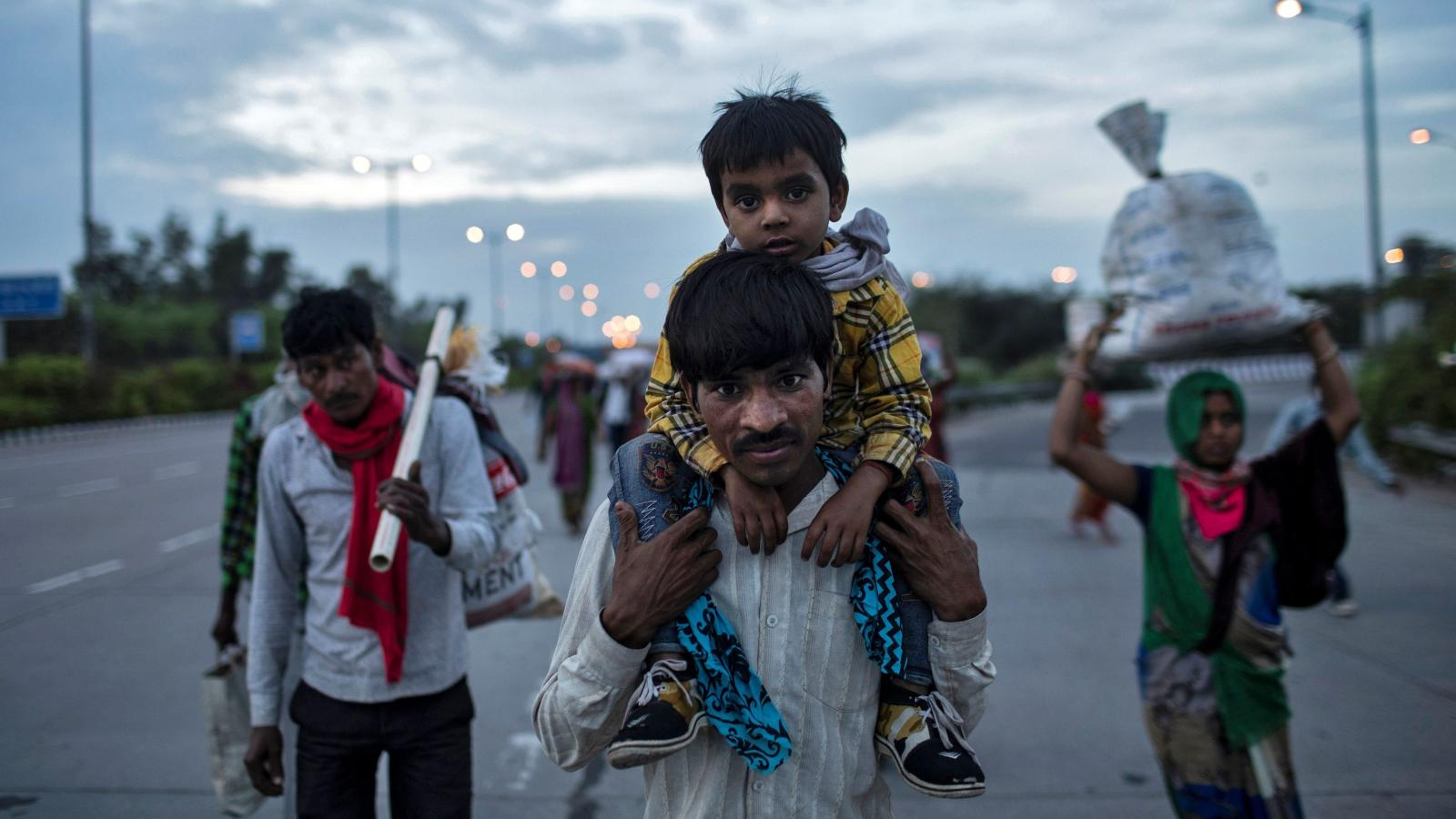 India's coronavirus lockdown has triggered mass migration on foot ...