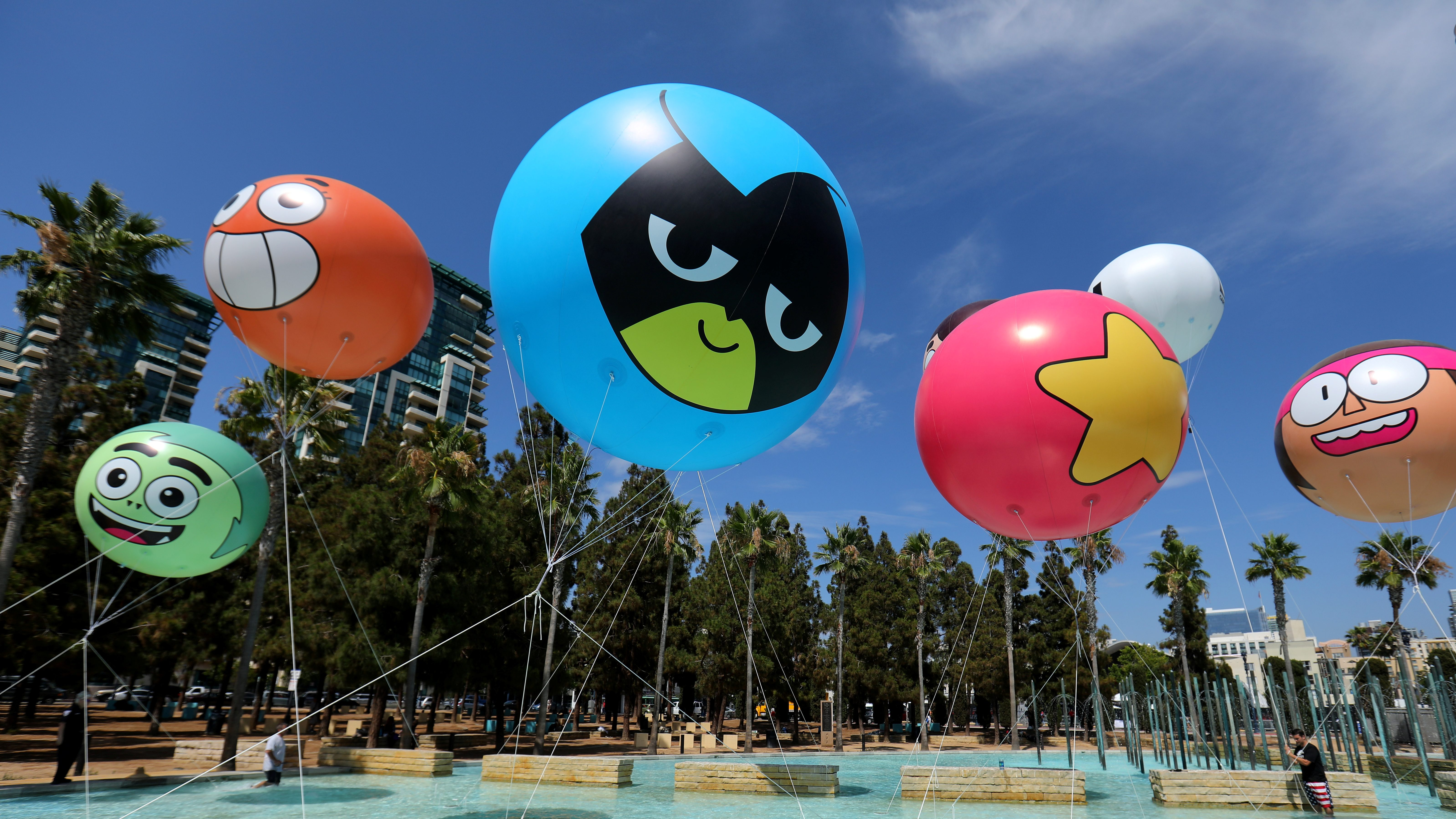 Images of cartoon network balloons with character's faces on them.