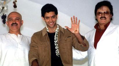 Indian film actor Hrithik Roshan (C) waves to newsmen as he stands with his director father Rakesh Roshan (L) and soon to be father-in-law actor-director Sanjay Khan prior to his marriage in Bangalore, capital of Karnataka state on December 20, 2000. Roshan will marry his long time sweetheart Suzzane Khan on Wednesday in a private cermony in the state amidst tight security