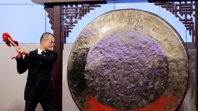 Wang Xing, co-founder, chairman and chief executive officer of China's Meituan Dianping hits the gong during the debut of the company at the Hong Kong Exchanges in Hong Kong, China September 20, 2018.