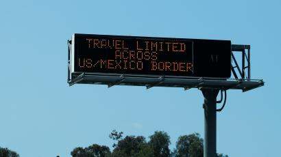 A border sign between US and Mexico