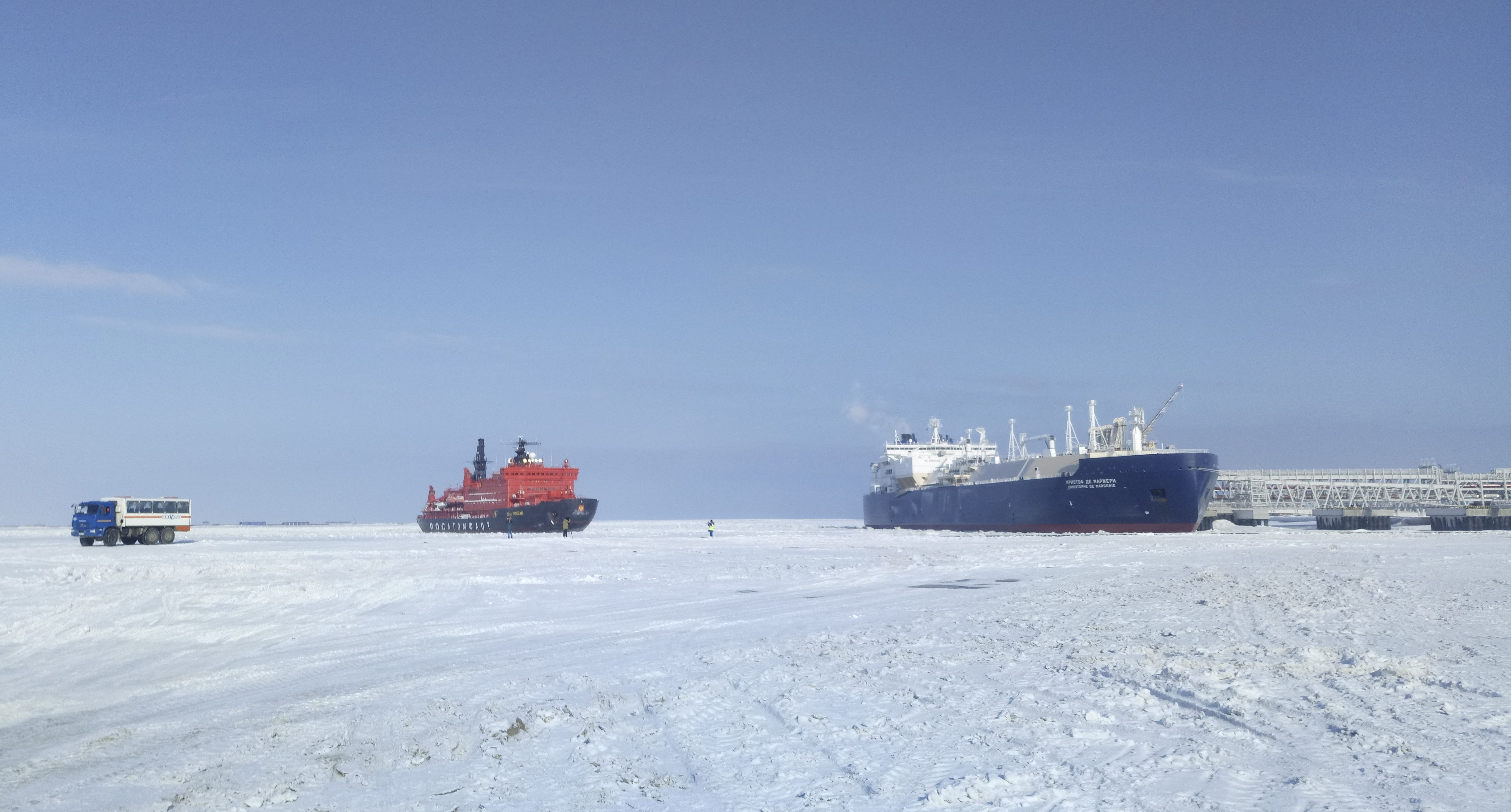 Russian icebreaker ships and LNG transport vessels cruise in the Arctic.