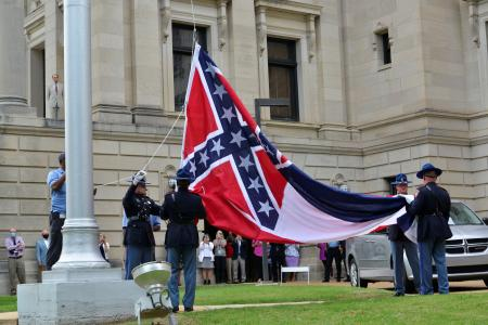 Mississippi removes Confederate emblem from state flag