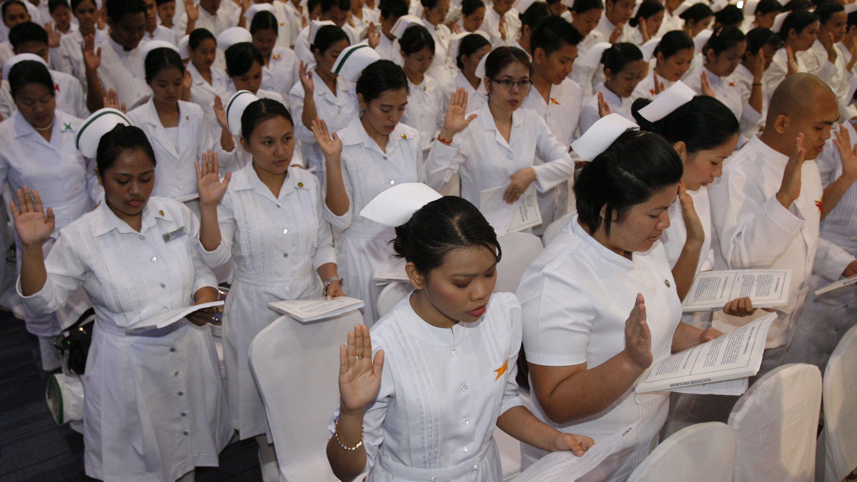 A photo of Filipino nursing students being sworn in