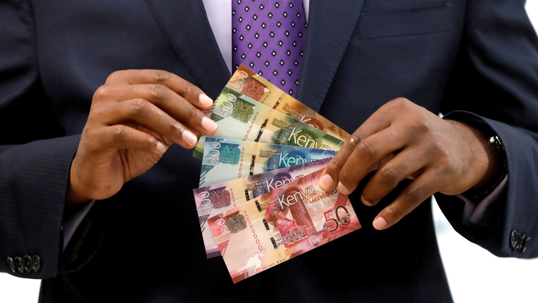 Kenya Central Bank Governor Patrick Njoroge displays Kenyan shilling bank notes at the Central Bank in Nairobi in 2019.