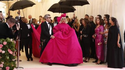 Lady Gaga arrives at the 2019 Met Gala in a hot pink Brandon Maxwell gown