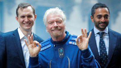 Richard Branson, center, celebrates Virgin Galactic's first day as a public company.