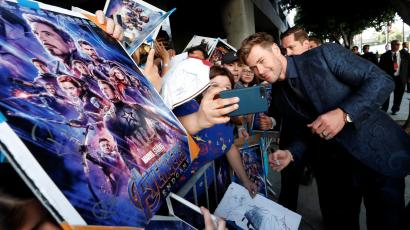 "Cast member Chris Hemsworth poses with fans on the red carpet at the world premiere of the film ""The Avengers: Endgame"" in Los Angeles"