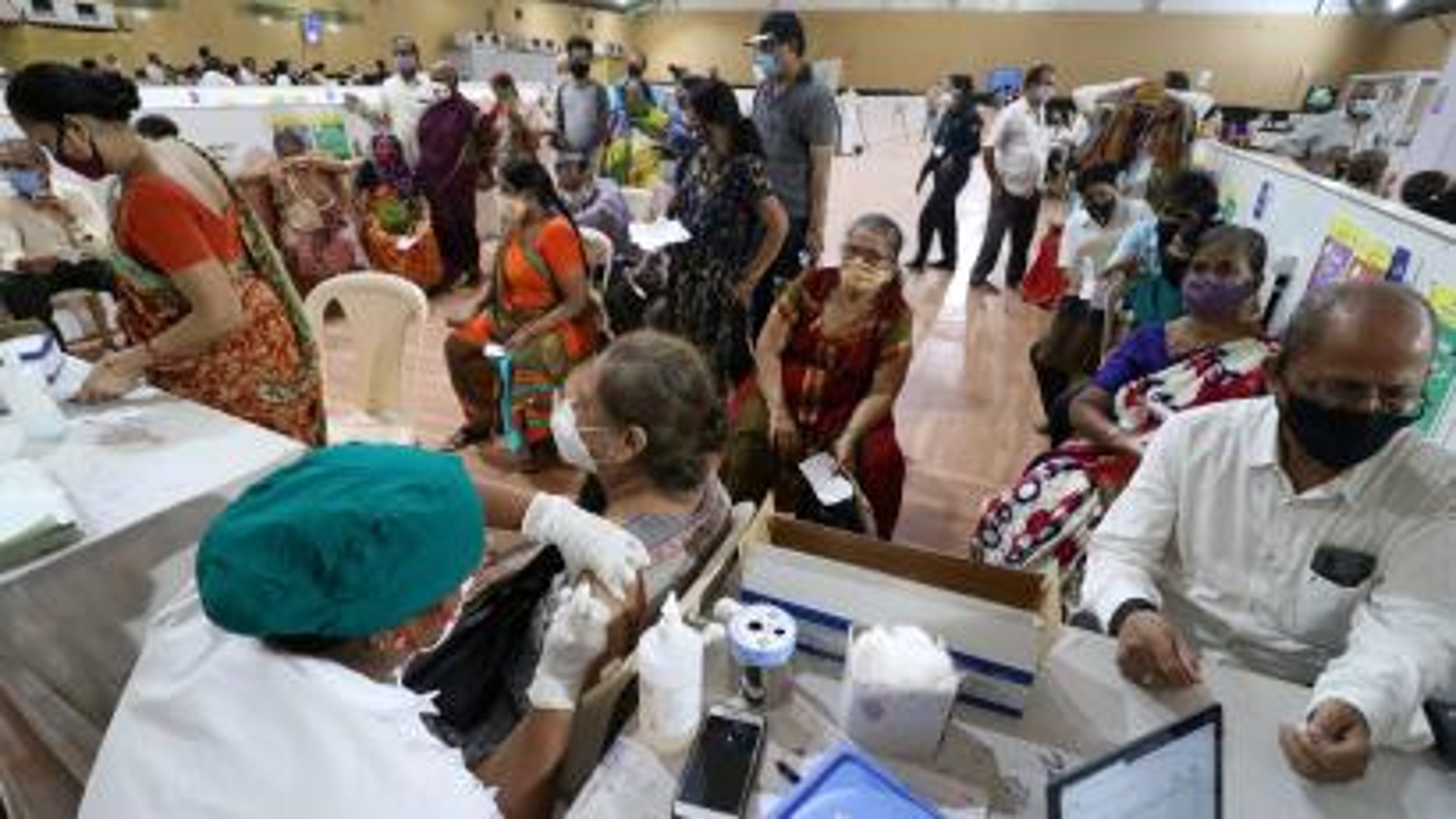 COVID-19 vaccinatin in Mumbai