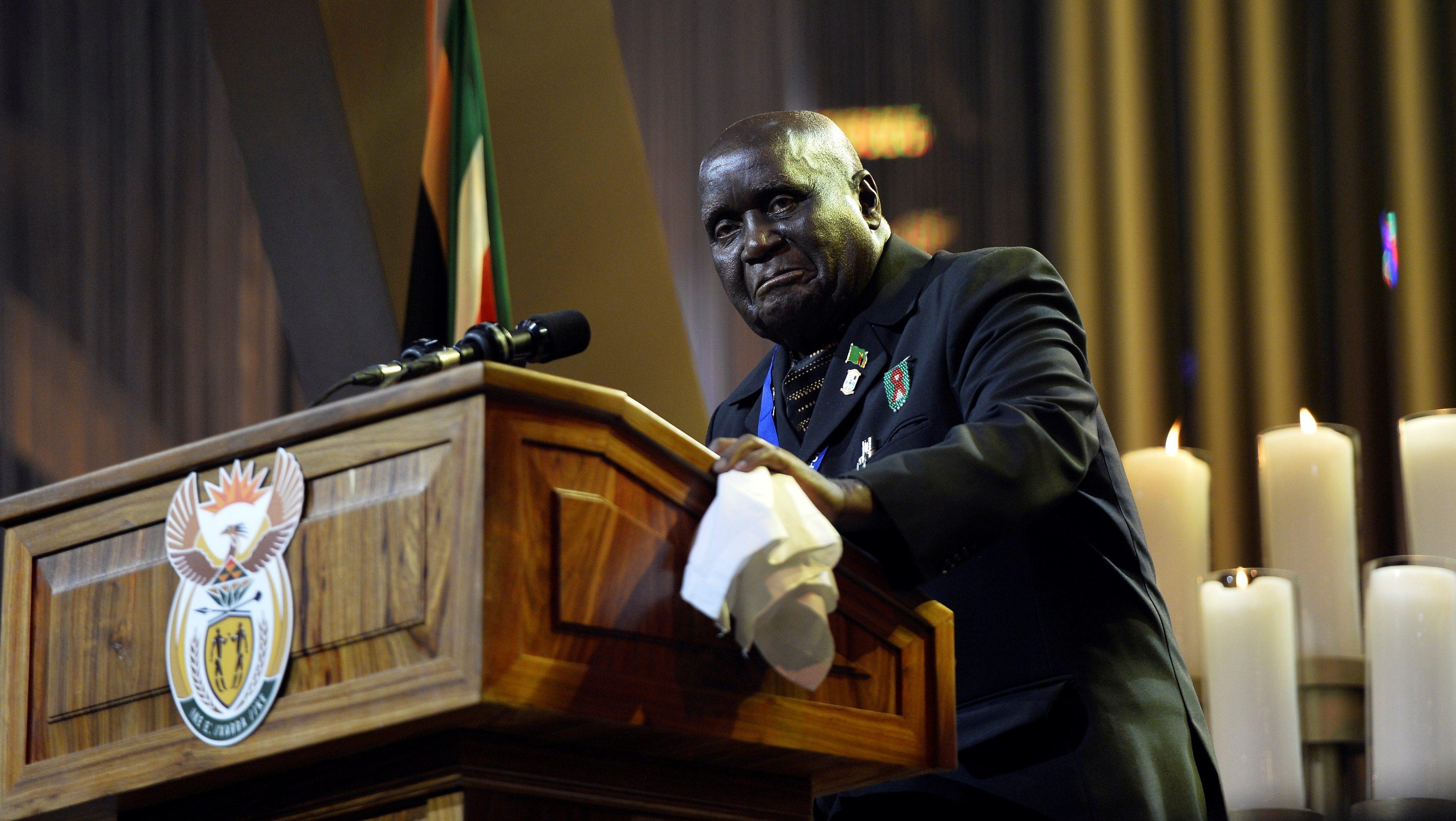 Former Zambian president Kenneth Kaunda speaks at Nelson Mandela's funeral in 2013.