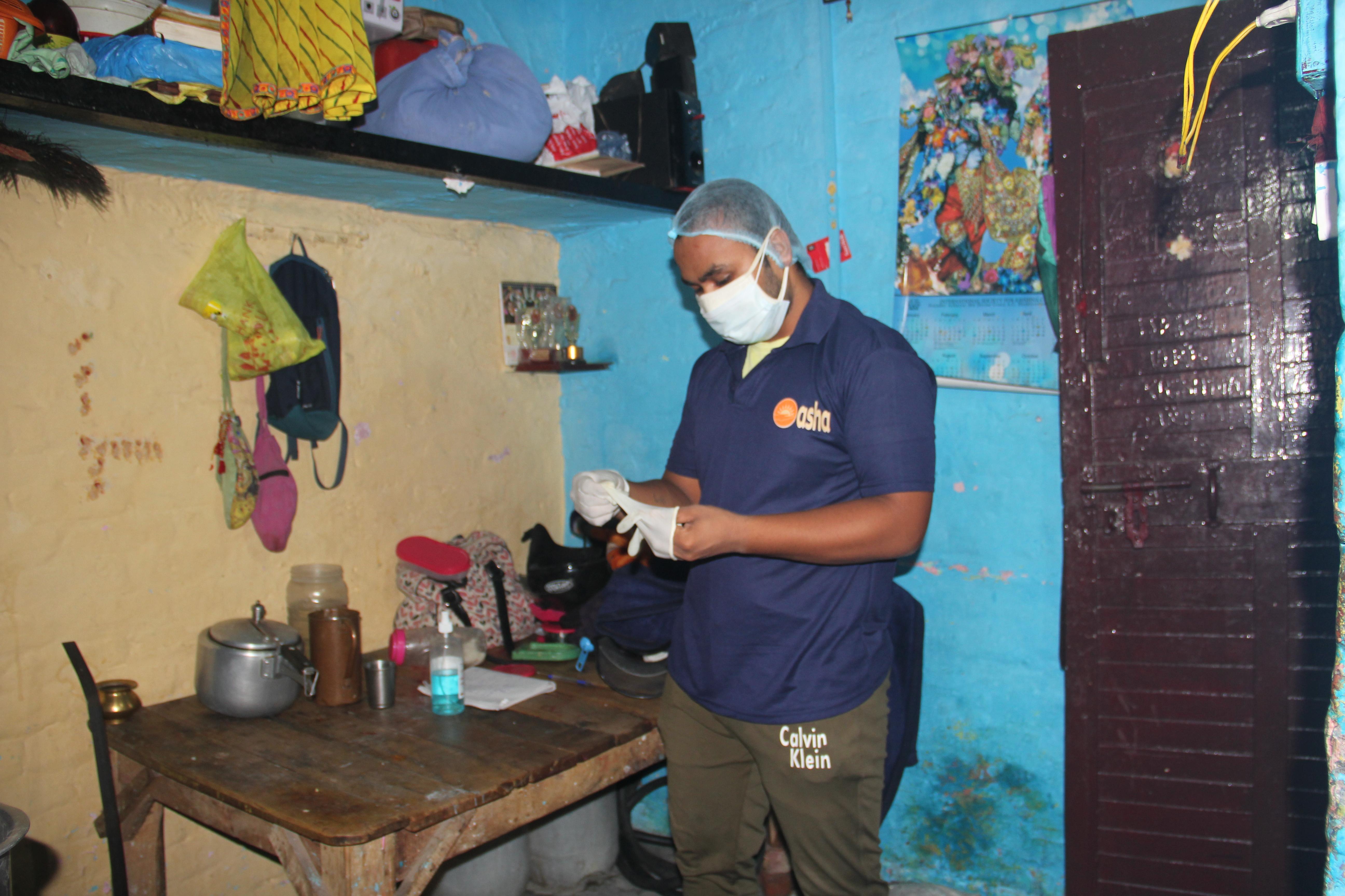 Guerreira Asha Lakshdeep dentro de sua casa