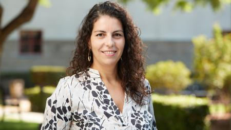 Portrait of Gloria González-Morales, director of the Worker Wellbeing lab