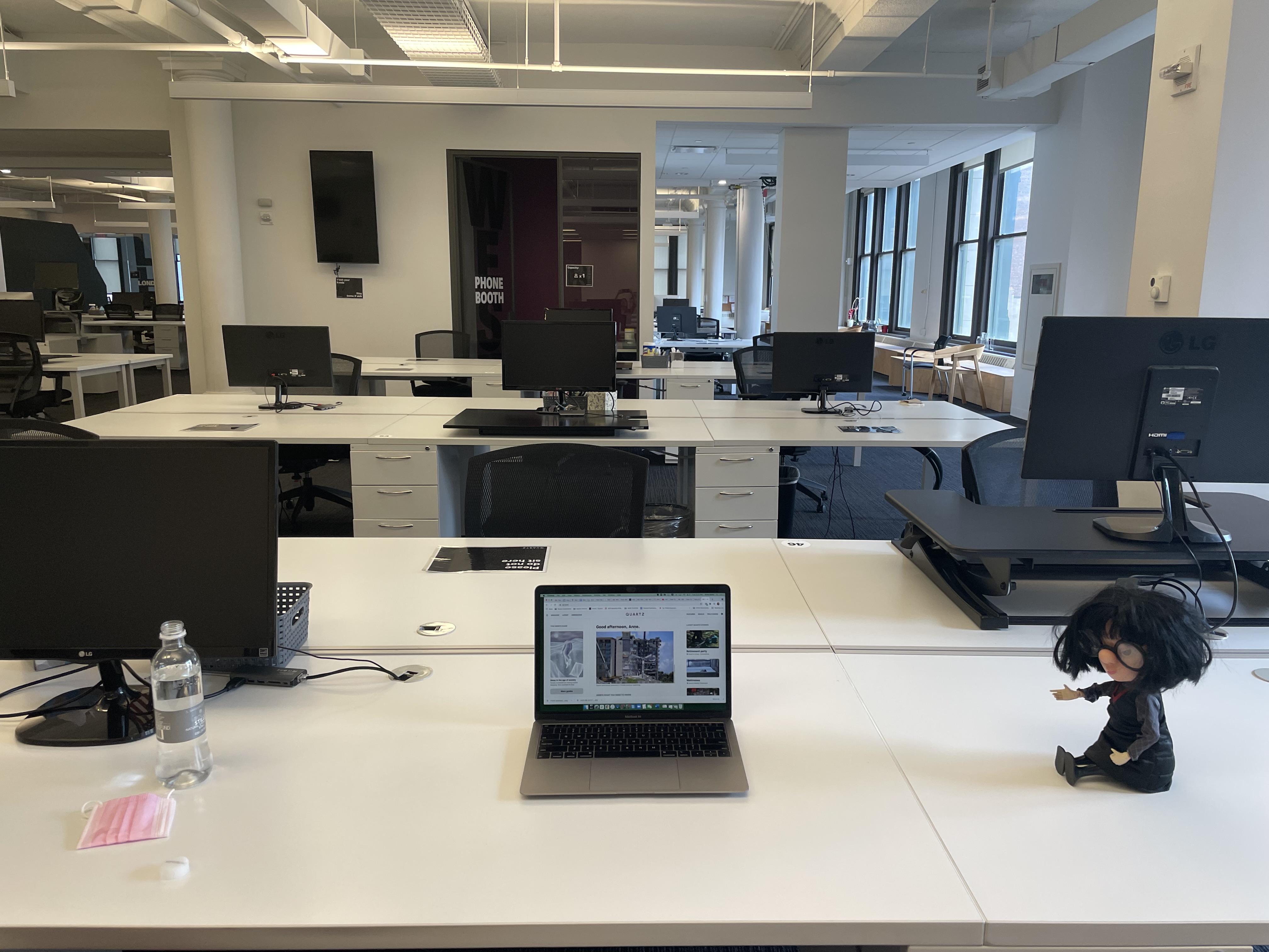 Mesa na sede da Quartz em Nova York