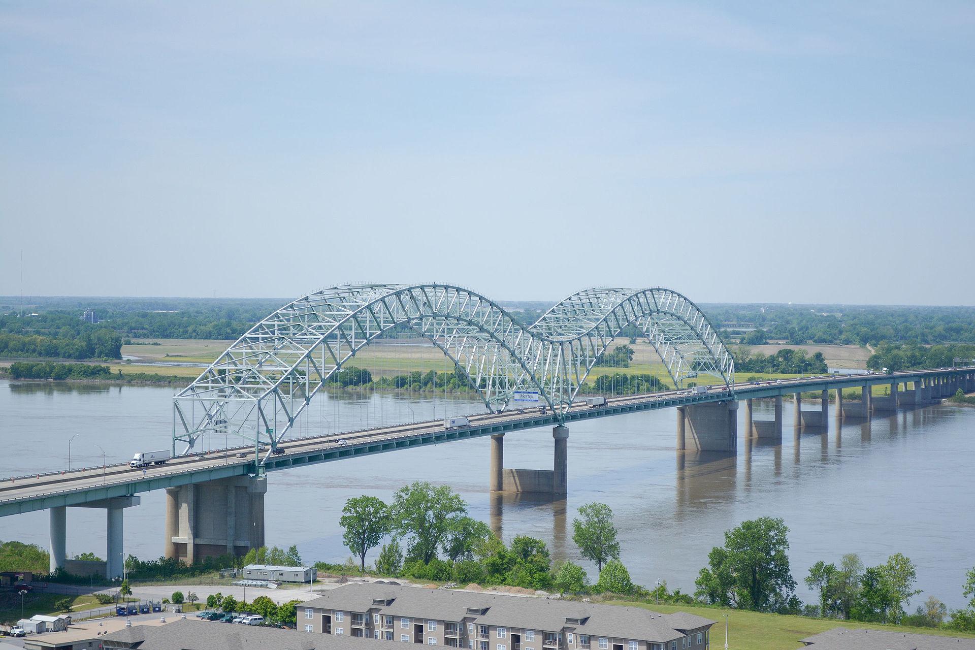 Ponte Hernando de Soto entre West Memphis, Arkansas e Memphis, Tennessee