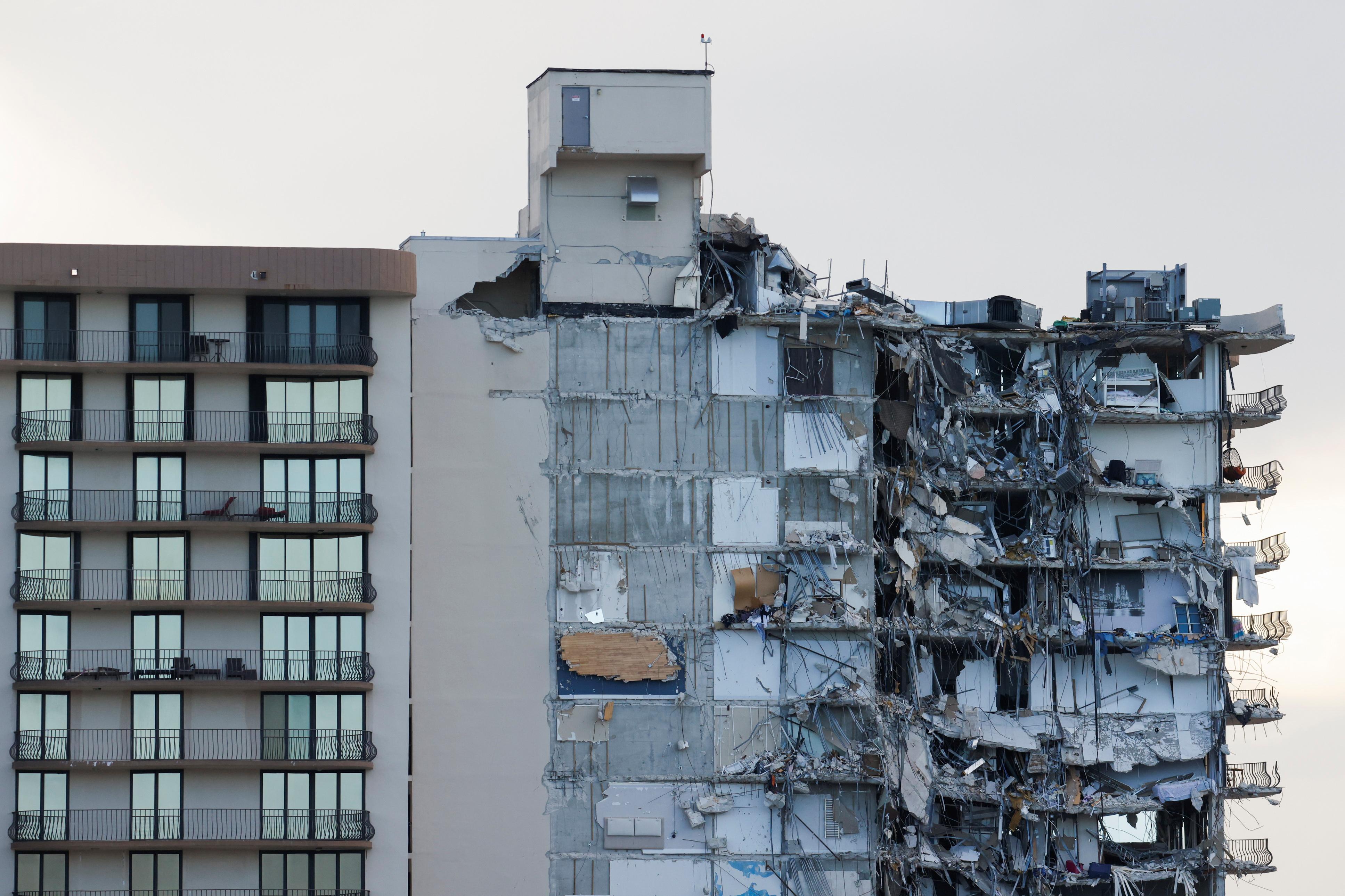 Desabamento parcial de edifício residencial em Surfside