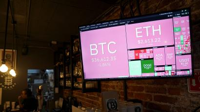 A screen showing the fluctation of virtual cryptocurrencies Bitcoin, Ether and Doge