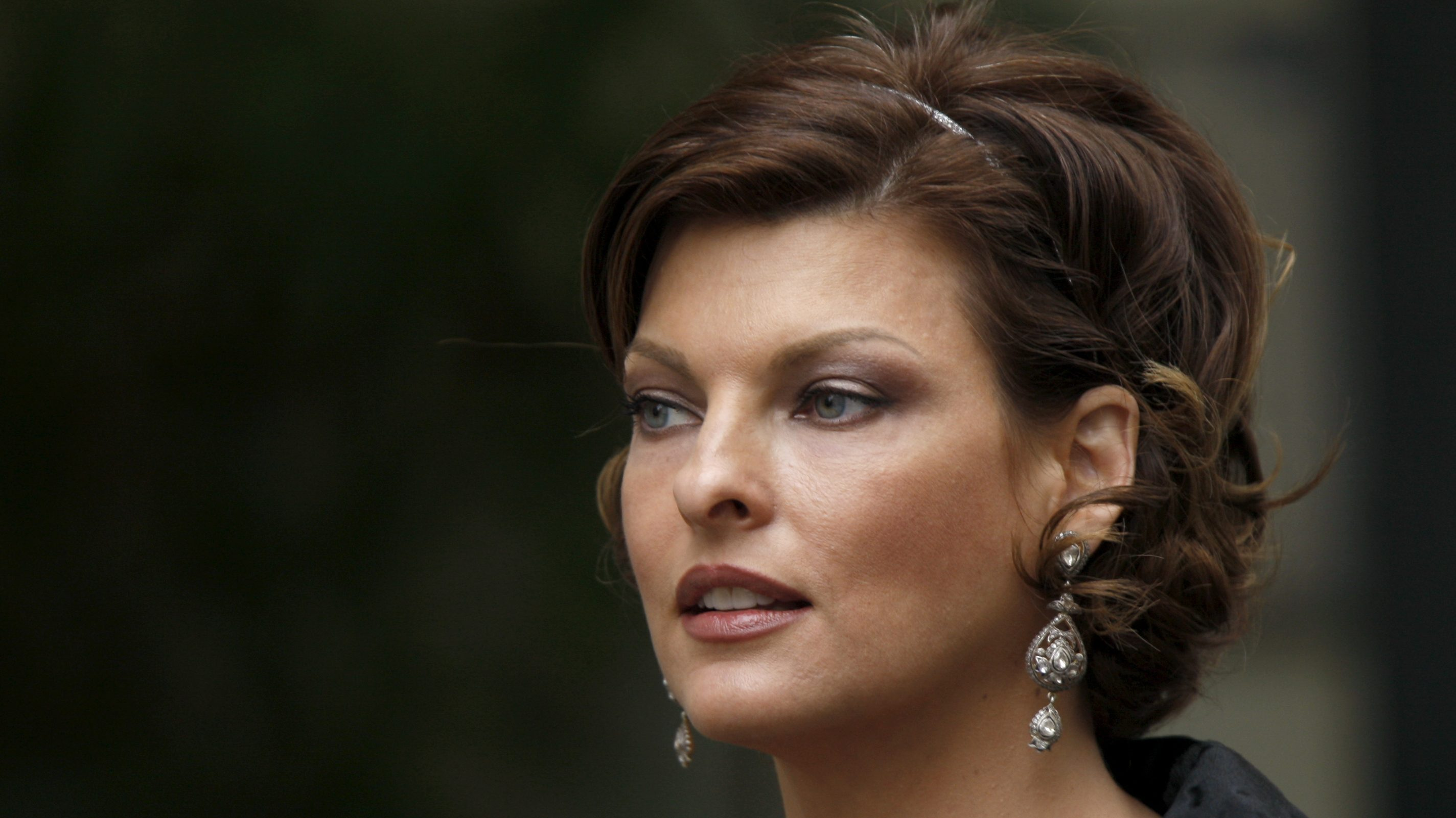 Canadian super model Linda Evangelista attends French designer Alexis Mabille's Spring-Summer Haute Couture 2009 fashion show in Paris January 26, 2009.