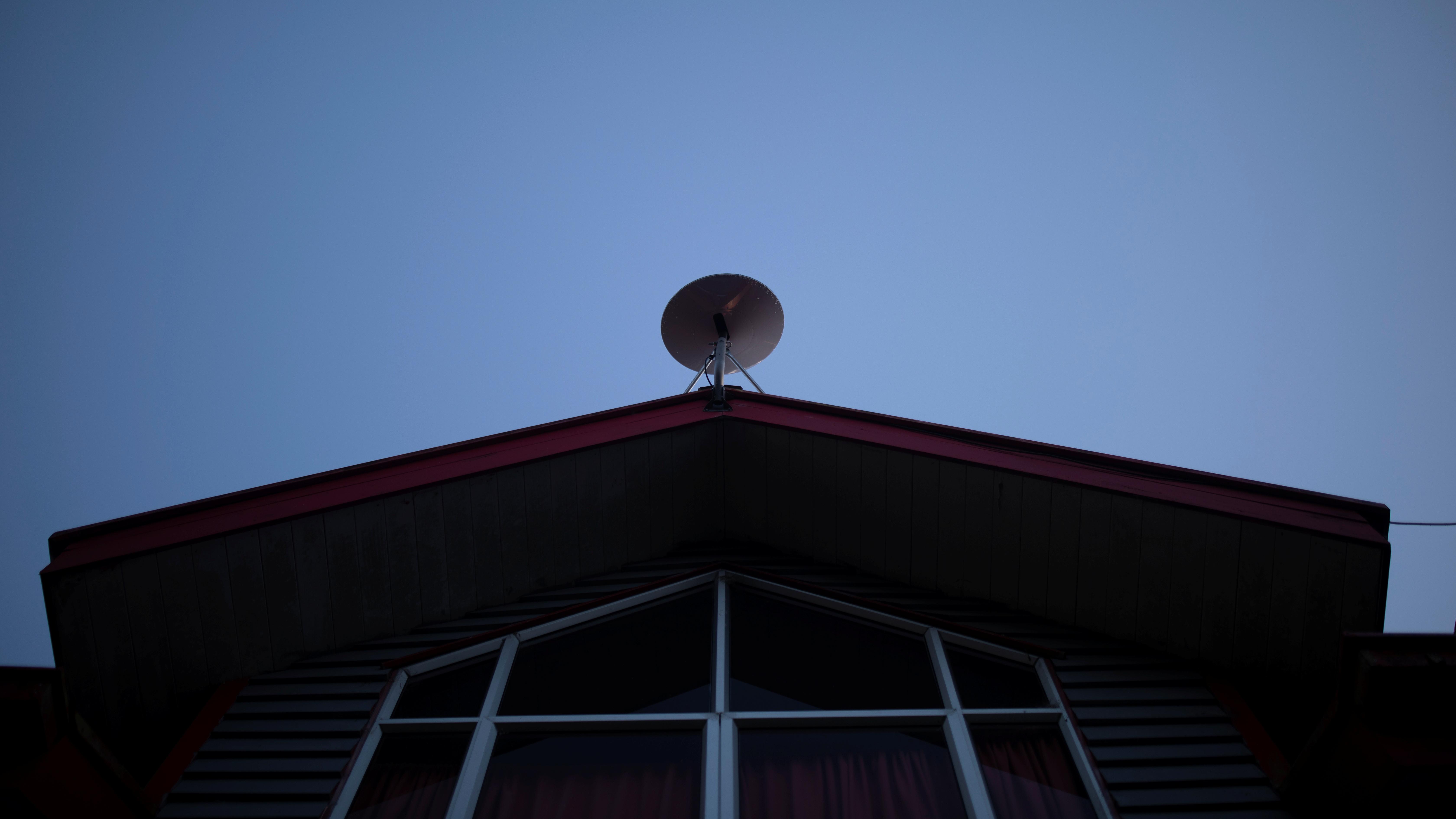 A SpaceX Starlink antenna