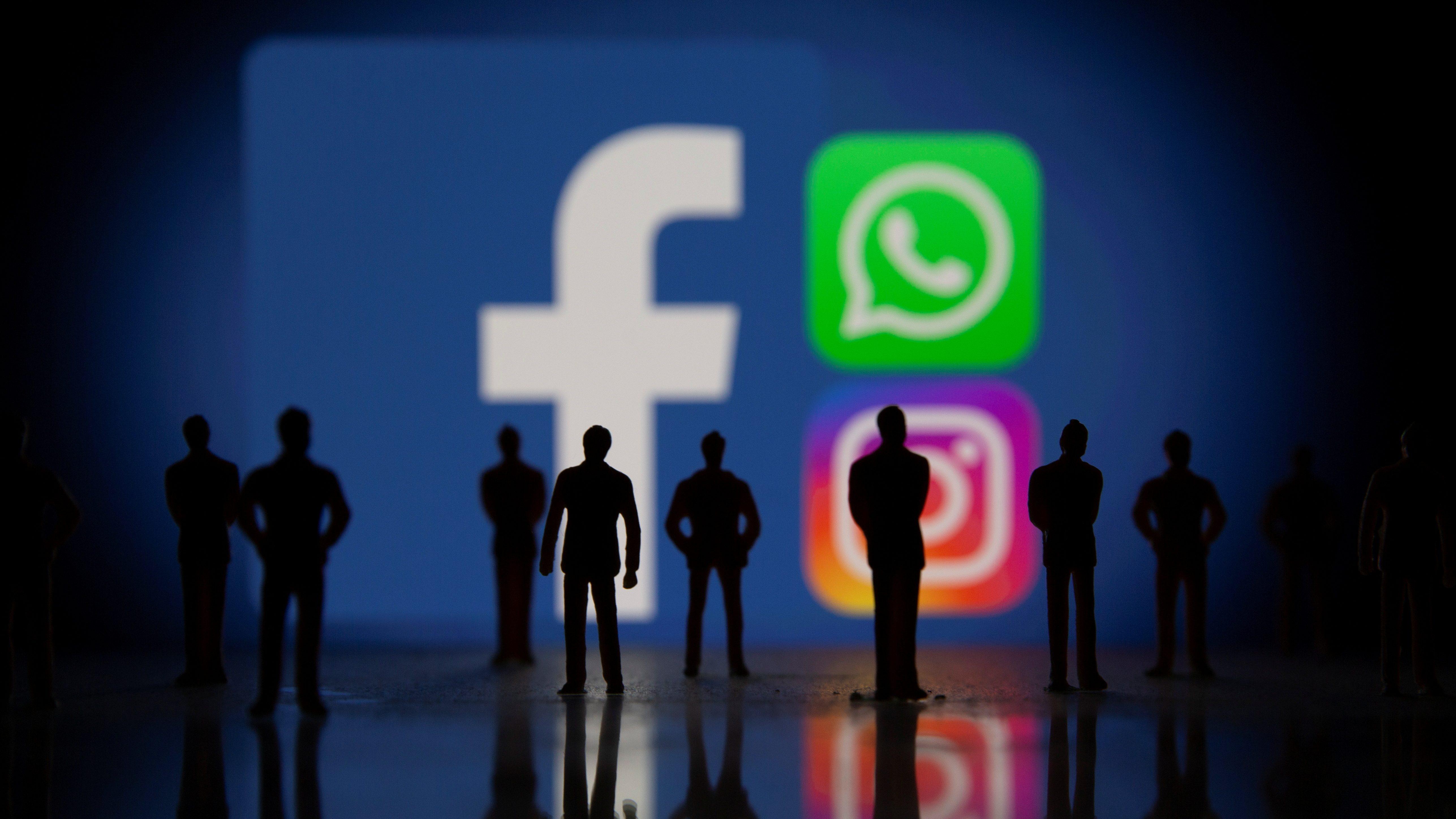 Facebook, Whatsapp and Instagram logos.